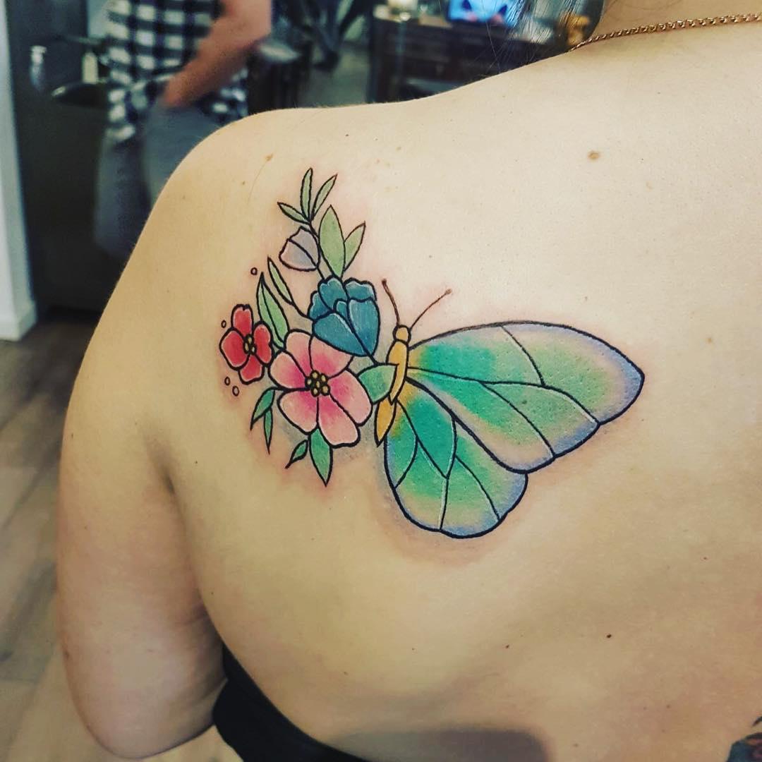 汤小姐后背肩胛骨花蝴蝶纹身图案图片